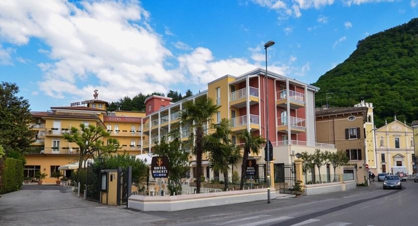 Hotel-Bisesti-Garda-street-view.jpg