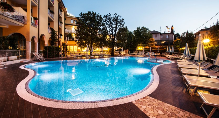 Hotel-Bisesti-Garda-pool-night.jpg