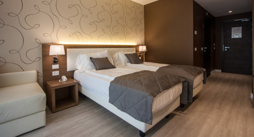 Hotel-Bisesti-Garda-Junior-suite.jpg