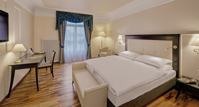 Hotel Suisse Majestic, Montreux, Switzerland - Superior twin room with balcony and lake view.jpg (1)