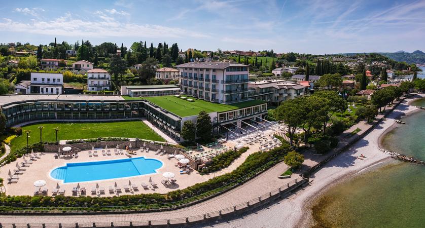 Park-hotel-Casimiro-Village-Lakefront.jpg
