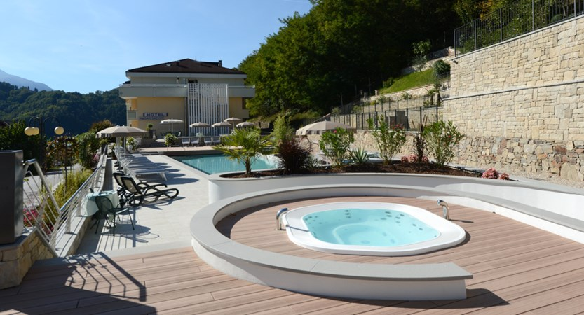 Hotel-Ambassador-Outdoor-pool.jpg