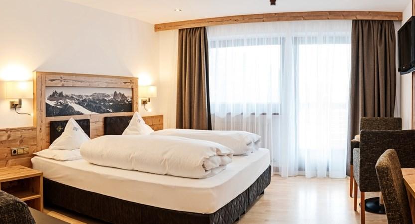 Hotel-Alaska-Bedroom-Superior.jpg