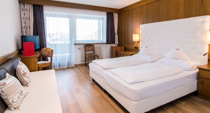 Hotel-Alaska-Bedroom3.jpg