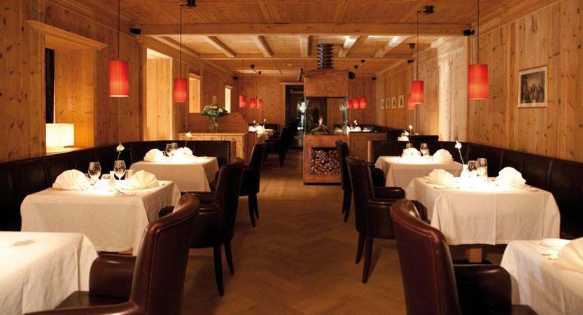 Adler-Dolomiti-Ortisei-Dining.jpg
