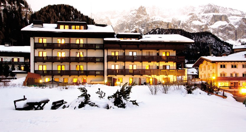 hotel-antares-exterior.jpg