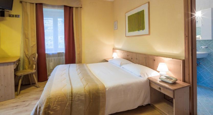 italy_dolomites-ski-area_arabba_hotel_bellavista_bedroom.jpg
