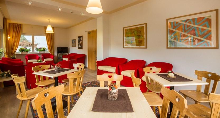 italy_dolomites-ski-area_arabba_hotel_bellavista_lounge.jpg