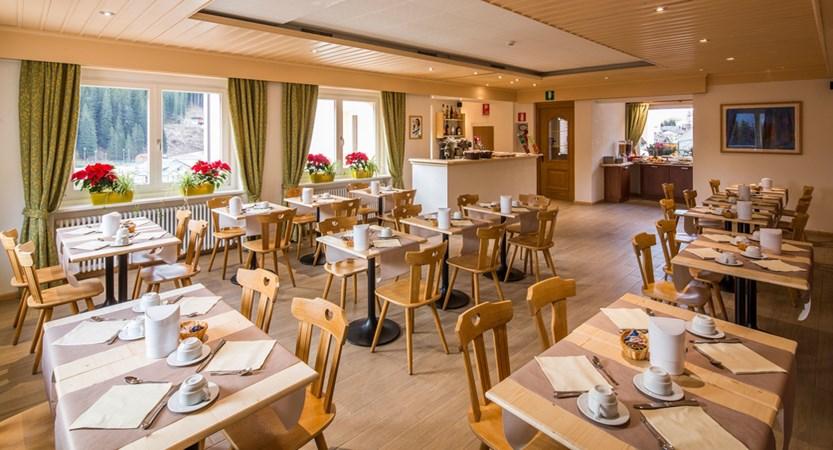 italy_dolomites-ski-area_arabba_hotel_bellavista_breakfast_room.jpg