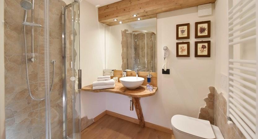 Italy_Cervinia_Hotel-Serenella_Bathroom.JPG