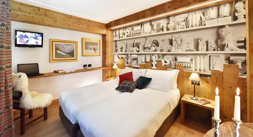 Italy_Cervinia_Hotel-Serenella_Bedroom (2).JPG