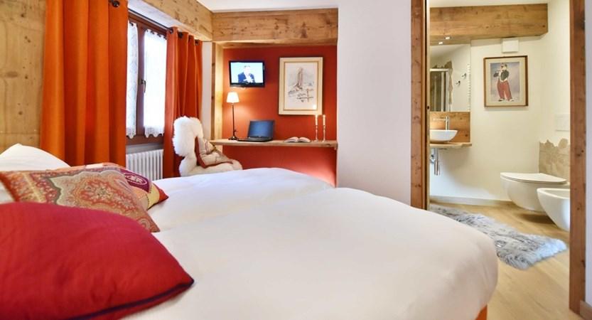 Italy_Cervinia_Hotel-Serenella_Bedroom_Bathroom.JPG