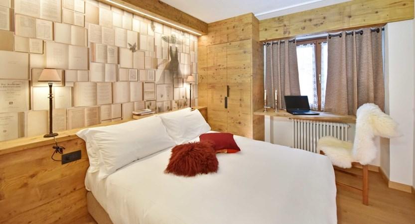 Italy_Cervinia_Hotel-Serenella_Bedroom (3).JPG