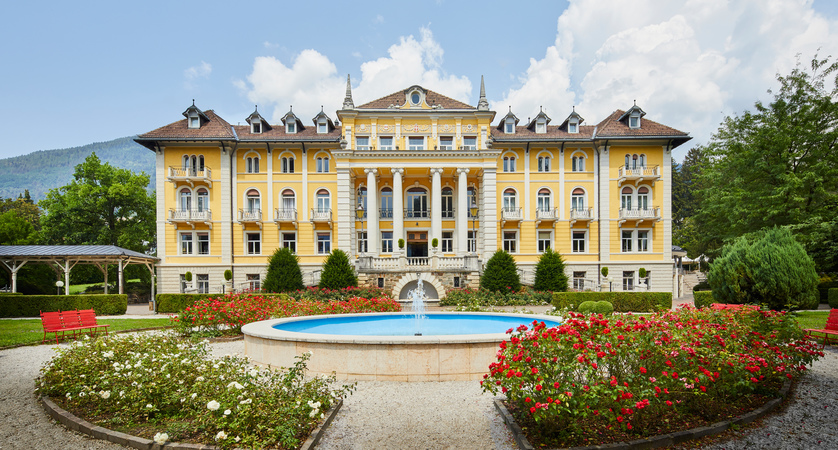 Grand-Hotel-Imperial,-Lake-Levico,-Italy-exterior.jpg