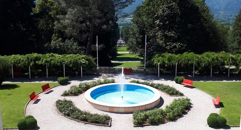 Grand-Hotel-Imperial,-Lake-Levico,-Italy-front-view.jpg