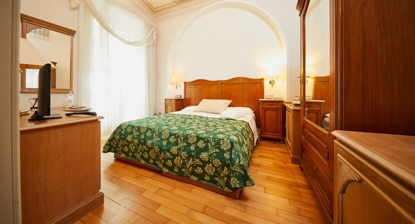 Grand-Hotel-Imperial,-Lake-Levico,-Italy-classic-room.jpg.jpg