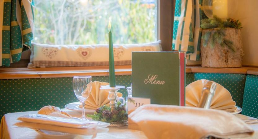 Italy_champoluc_hotel_relais-des-glacier_table.jpg