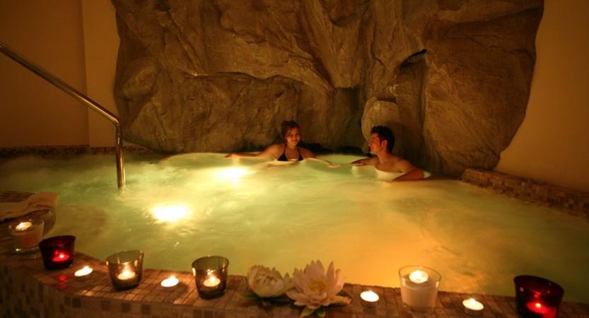 Italy_champoluc_hotel_relais-des-glacier_whirlpool.jpg.JPG