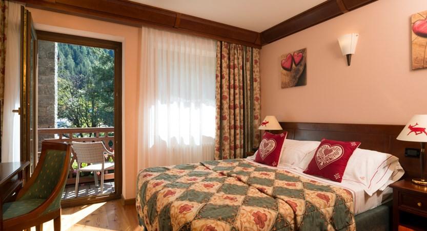 Italy_champoluc_hotel_relais-des-glacier_balcony_room.jpg