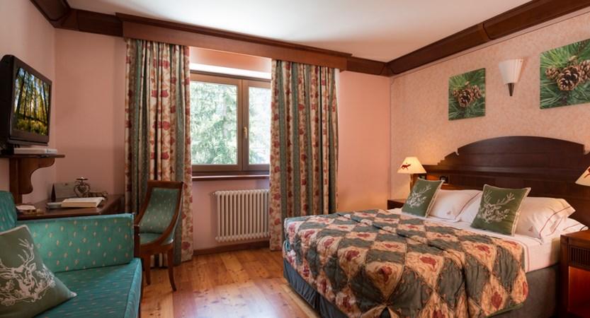 Italy_champoluc_hotel_relais-des-glacier_bedroom.jpg