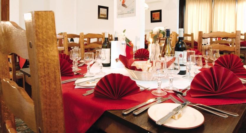 Fra_VdI_ChampsAvalins_Dining.jpg