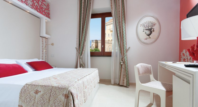 Hotel Corallo Sorrento - Classic room - Sea lateral View - Bedroom.jpg