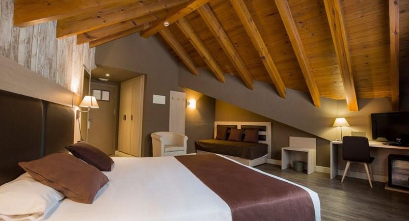 Himalaia Apartment Bedroom.jpg (1)