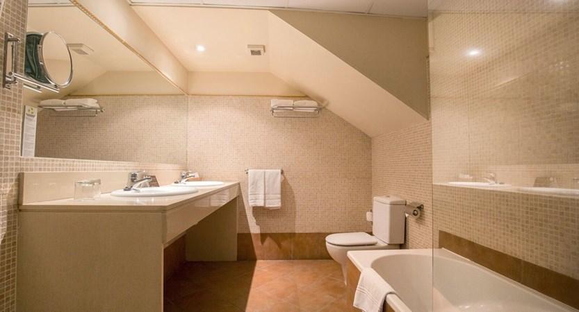 Himalaia Apartment Bathroom.jpg (1)