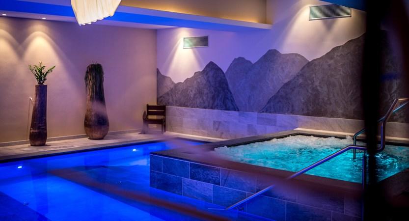 Italy_San-cassiano_hotel_diamant_whirlpool.jpg