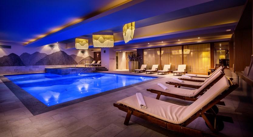 Italy_San-cassiano_hotel_diamant_pool_area.jpg