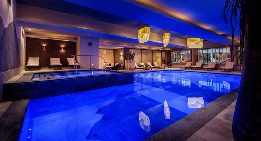Italy_San-cassiano_hotel_diamant_pool.jpg