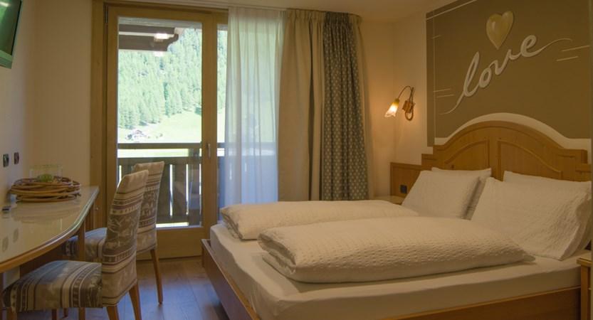 italy_livigno_hotel-amerikan_comfort-room.jpg