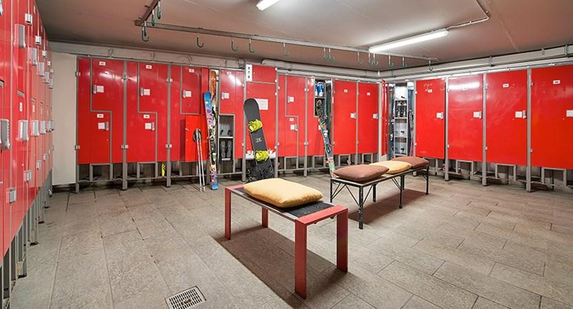 italy_livigno_hotel-amerikan_ski-locker-room.jpg