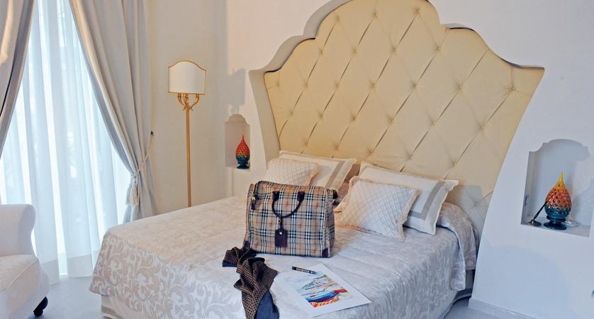 II_NEA_Minori_Palace_bed.jpg