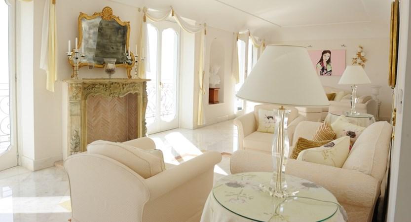 Villa Fraulo Hall.JPG