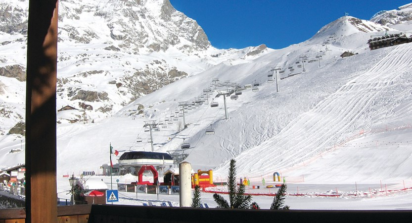 Italy_Cervinia_Dragon_balcony_view.jpg