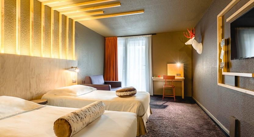 9 Le_Refuge_des_Aiglons_Room.jpg