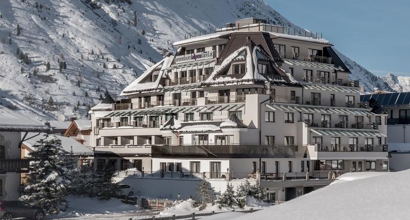 Austria_Obergurgl_Hotel-Alpenland_Winter exterior main