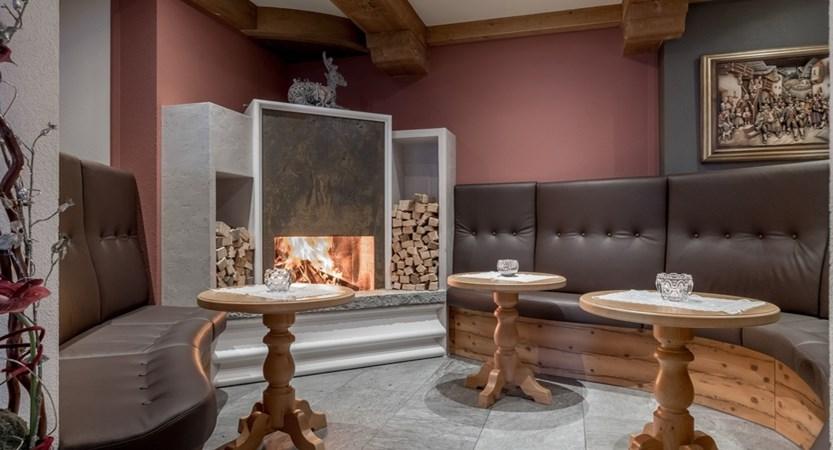 Austria_Obergurgl_Hotel-Alpenland_fireplace lounge
