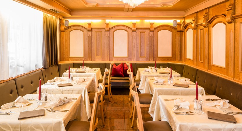 italy_dolomites_selva_hotel-linder_dining_room.jpg