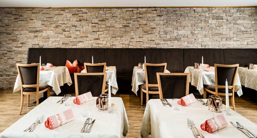 italy_dolomites_selva_hotel-linder_restaurant.jpg