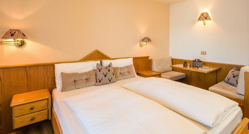 italy_dolomites_selva_hotel-linder_comfort_room2.jpg