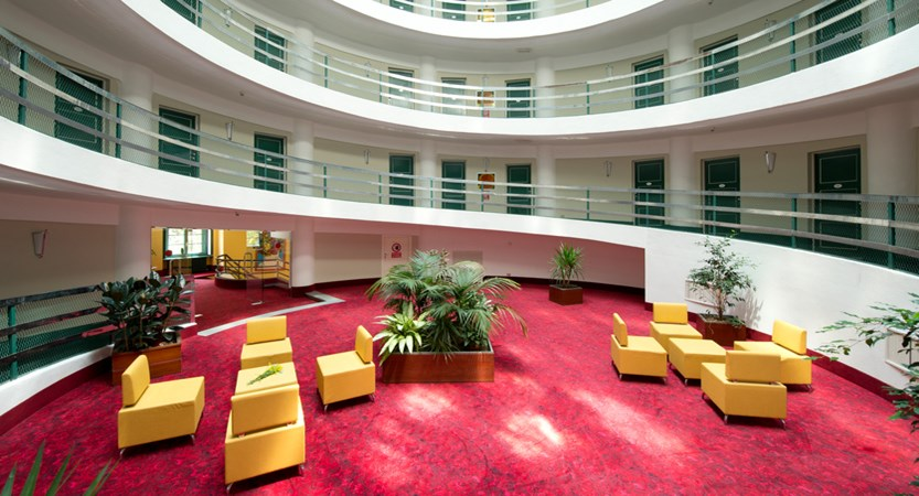 italy_milky-way_sauze-d'oulx_hotel-la-torre_seating area.jpg