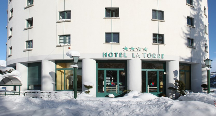 italy_milky-way_sauze-d'oulx_hotel-la-torre_entrance.jpeg