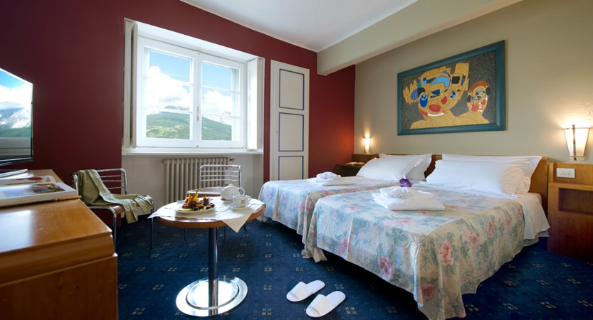 italy_milky-way_sauze-d'oulx_hotel-la-torre_bedroom2.jpg