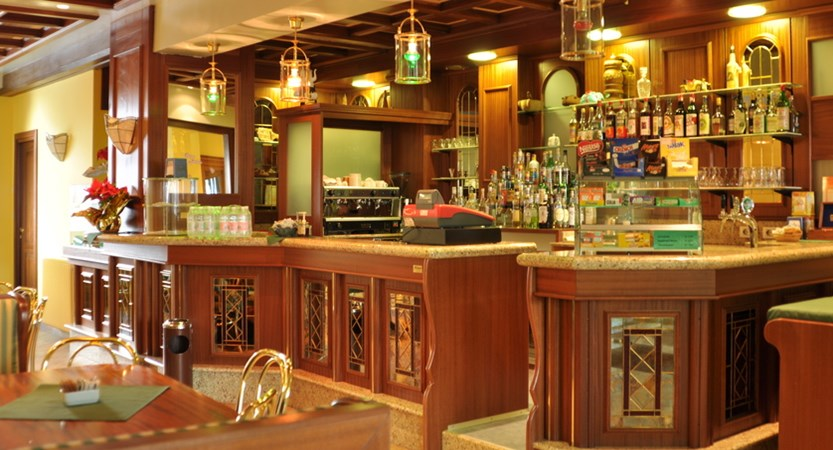Italy_Cervinia_hotel_Astoria_bar.JPG
