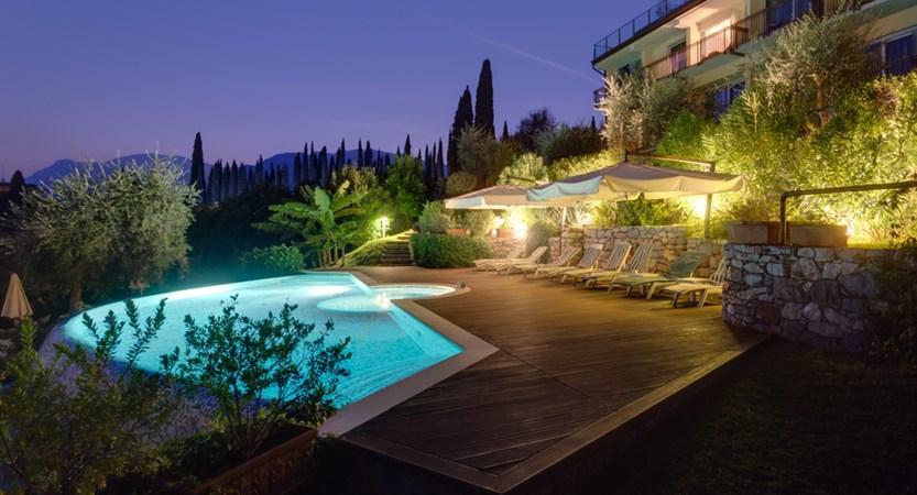 Hotel Maximilian_Malcesine_pool_by_night.jpg