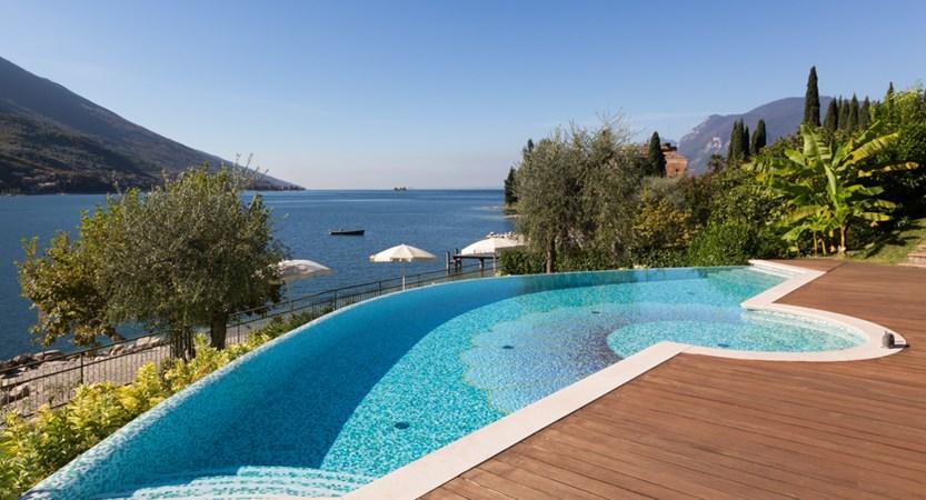 Hotel Maximilian_Malcesine_pool.jpg