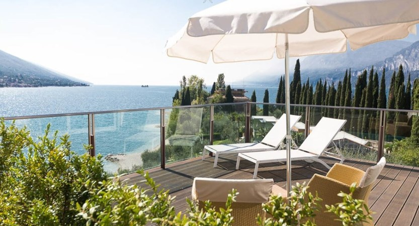 Hotel Maximilian_Malcesine_room_with_terrace.JPG