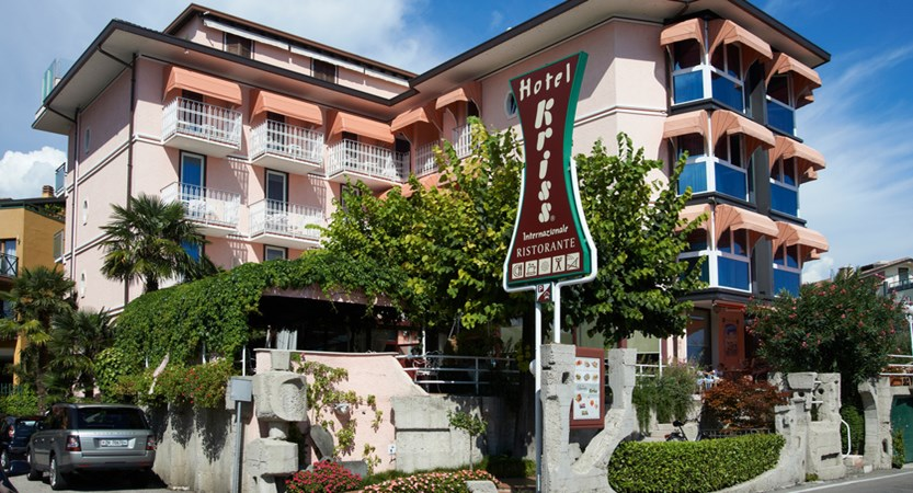 Hotel Kriss Internazionale, Bardolino, Lake Garda, Italy - exterior close up.jpg